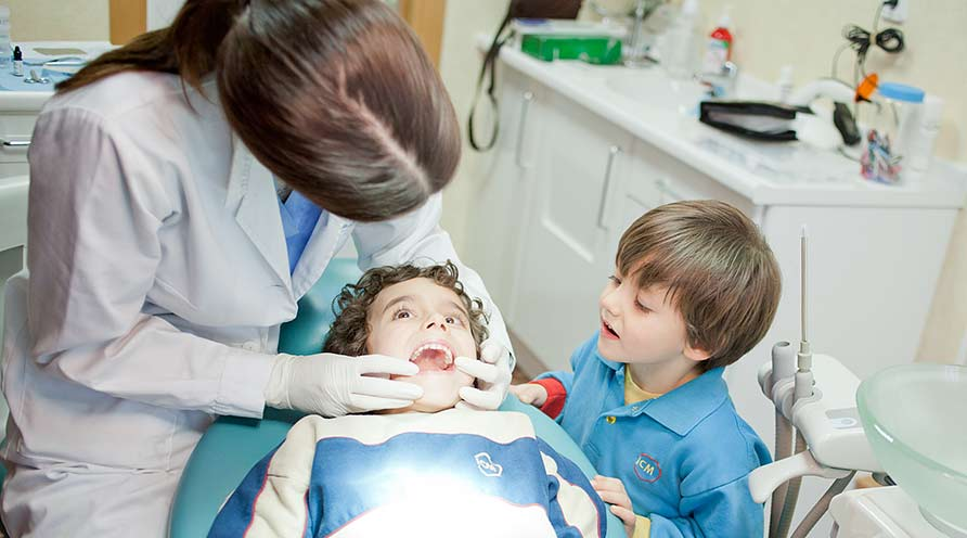 visitar regularmente al dentista